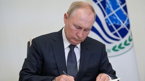 Президент РФ Владимир Путин в режиме видеоконференции принимает участие в заседании Совета глав государств - членов Шанхайской организации сотрудничества