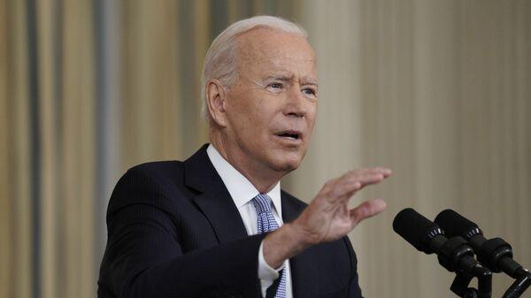 Президент США Джо Байден выступает на пресс-конференции, посвященной ситуации с коронавирусом, в Белом доме в Вашингтоне
