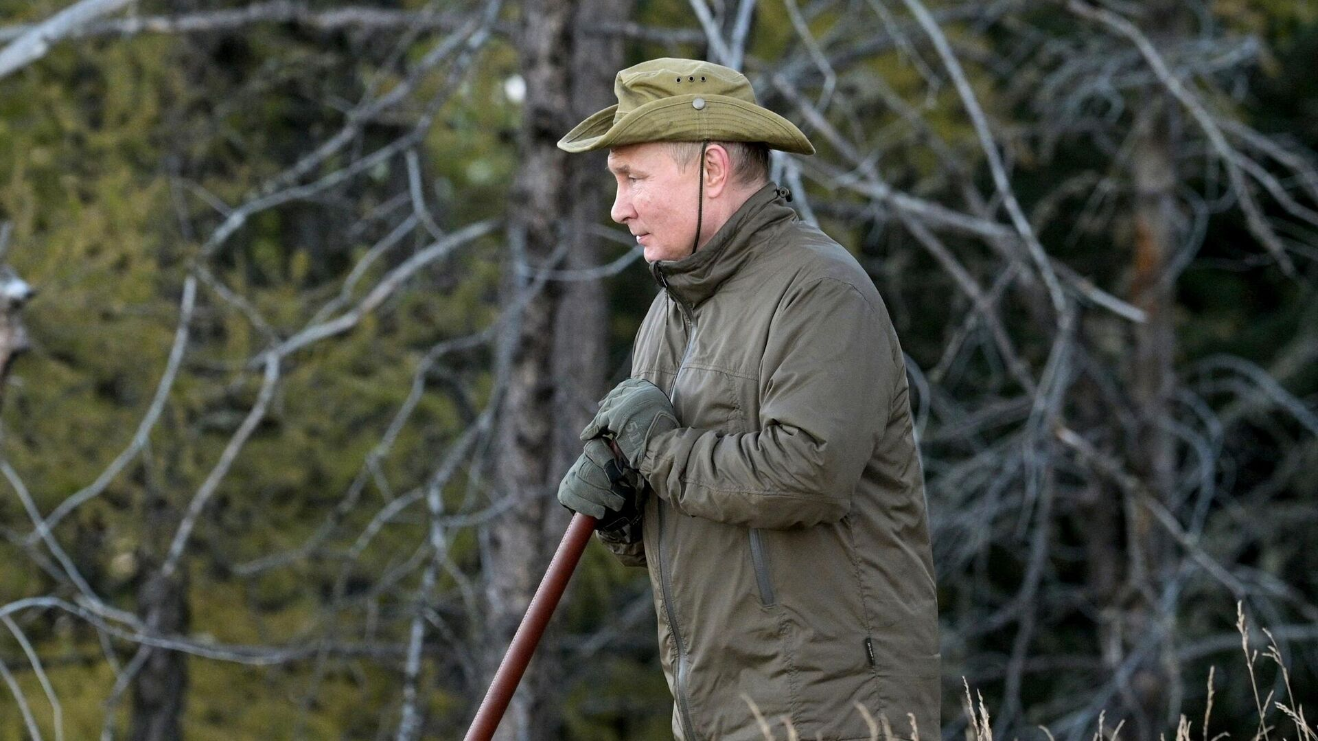 Недруги пытаются нарисовать абсурдный образ Путина, заявили в Кремле