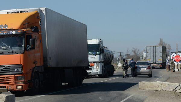 Ситуация на границе между Крымом и Украиной. Архивное фото