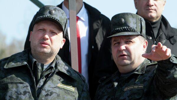 Командующий Национальной гвардией Украины генерал-лейтенант Степан Полторак (справа)