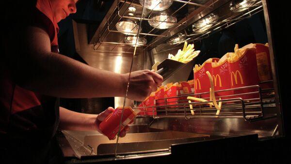 Работник ресторана быстрого питания Макдоналдс/ FH[bdyjt ajnj