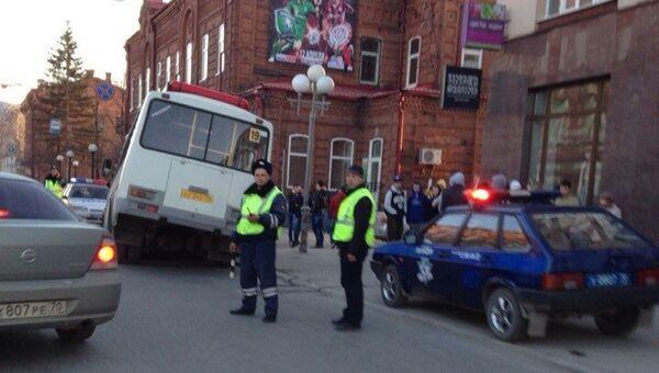 Асфальт провалился на проспекте Ленина в Томске