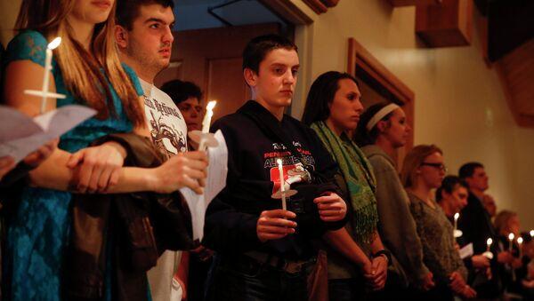 Траурная церемония в память жертв трагедии в школе штата Пенсильвания, США