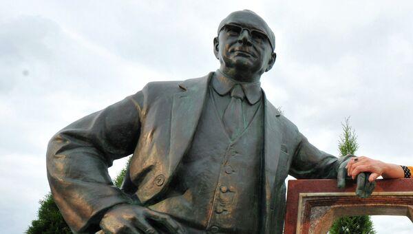 Памятник Владимиру Зворыкину. Архивное фото