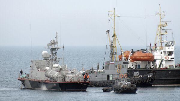 Ракетный катер Прилуки (U153) военно-морских сил Украины уходит из Севастополя. Архивное фото