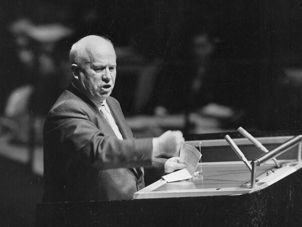 Никита Хрущев выступает на Генеральной Ассамблее Организации Объединенных Наций в Нью-Йорке, 3 октября 1960 года