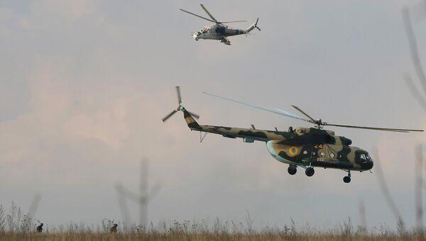 Украинские вертолеты возле авиабазы в Краматорске на востоке Украины, Архивное фото