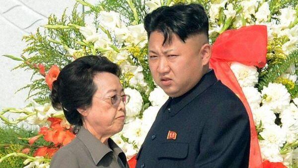 Ким Чен Ын со своей тетей Ким Ген Хи