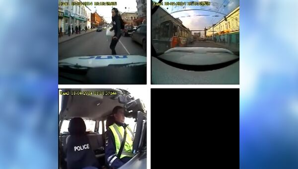 Как машина ДПС сбила девушку в Томске вне зебры - запись с регистратора
