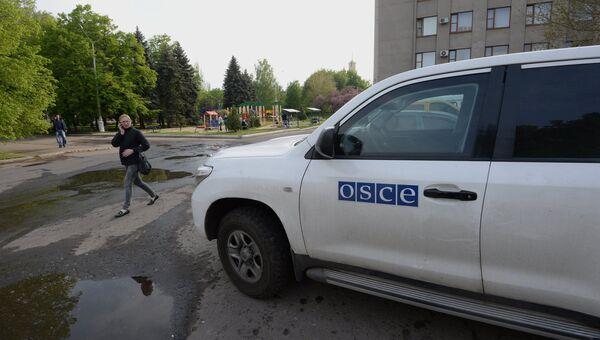 Автомобиль миссии Организации по безопасности и сотрудничеству в Европе (ОБСЕ)