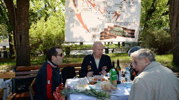 Встреча ветеранов в День Победы в Парке Горького