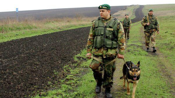 Украинские пограничники на участке украино-российской границы
