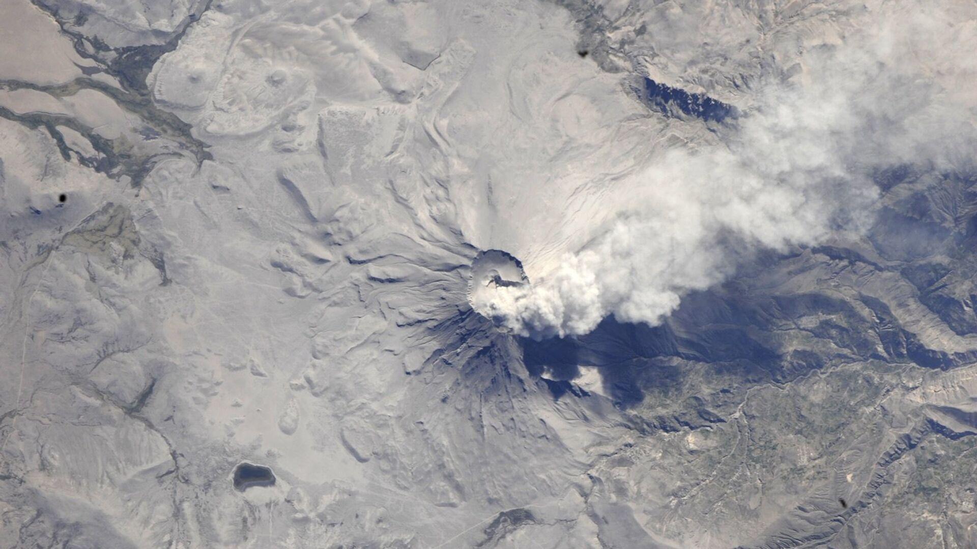 Вид из космоса на вулкан Убинас, Перу - РИА Новости, 1920, 19.02.2021
