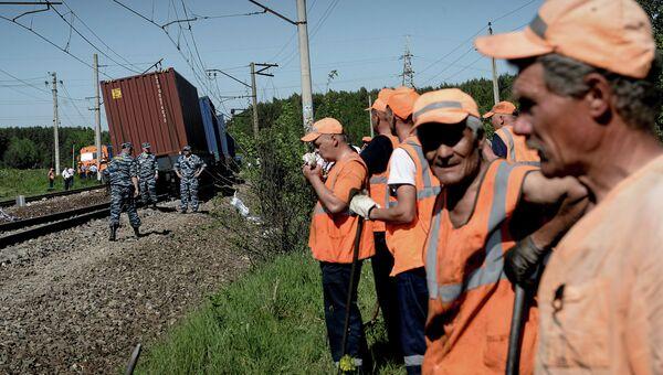 Пассажирский и грузовой поезда столкнулись в Подмосковье