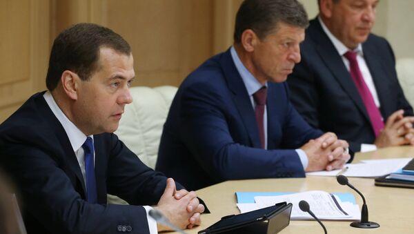 Д.Медведев проводит селекторное совещание