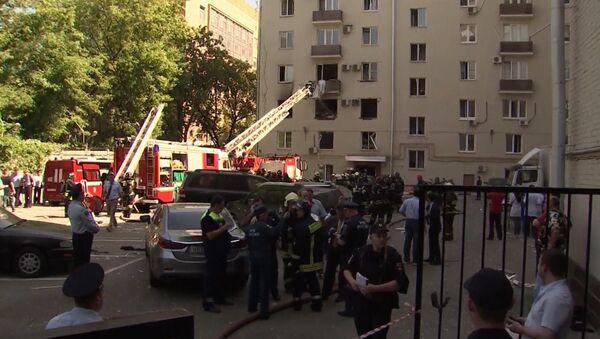Кадры с места взрыва газа в жилом доме в Москве