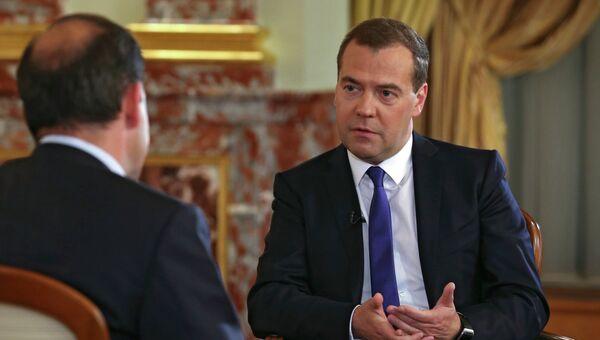 Председатель правительства России Дмитрий Медведев дает интервью телеканалу Россия 1