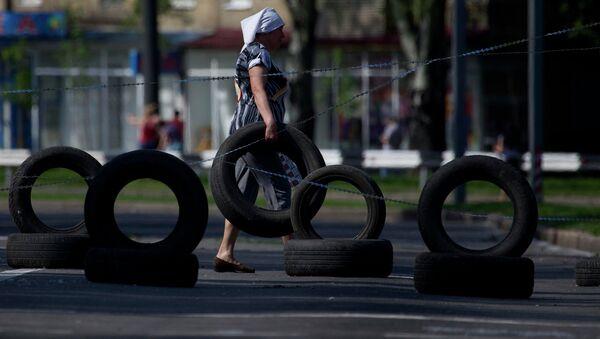 КПП на дороге в аэропорт Донецка. Архивное фото
