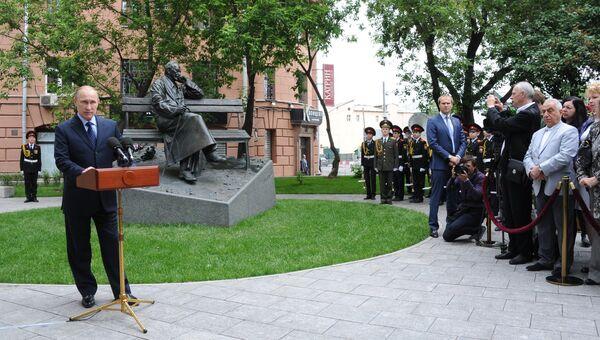 В.Путин на открытии памятника поэту Сергею Михалкову в центре Москвы