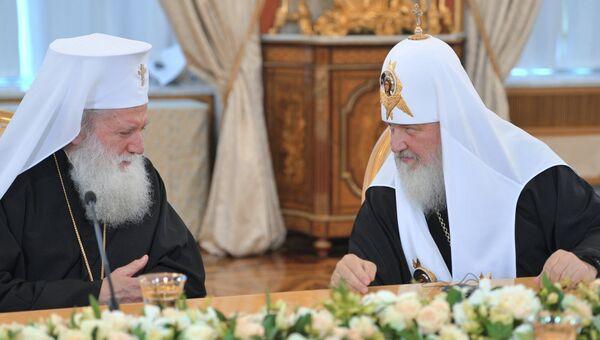 Патриарх Болгарский Неофит (слева) и патриарх Московский и всея Руси Кирилл.