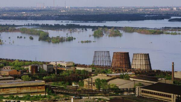 Вид на металлургический завод Красный октябрь в Волгограде. Архивное фото