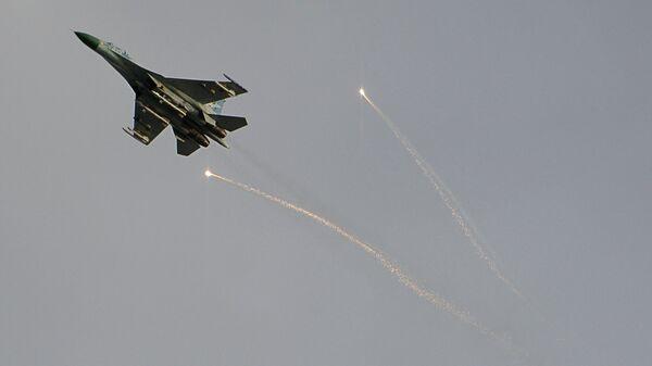 Истребитель украинской армии в небе над Луганском. Архивное фото