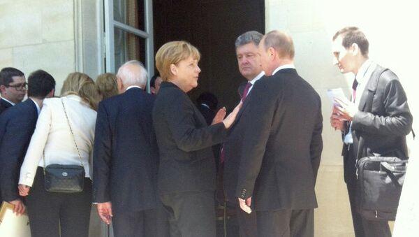 Президент России Владимир Путин, избранный президент Украины Петр Порошенко
