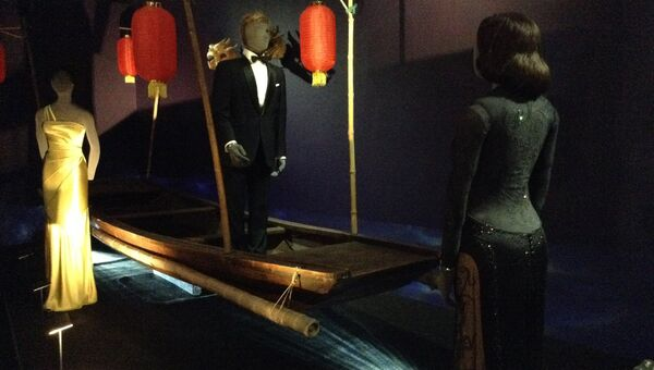 Выставка Дизайн 007: 50 лет стилю Джеймса Бонда