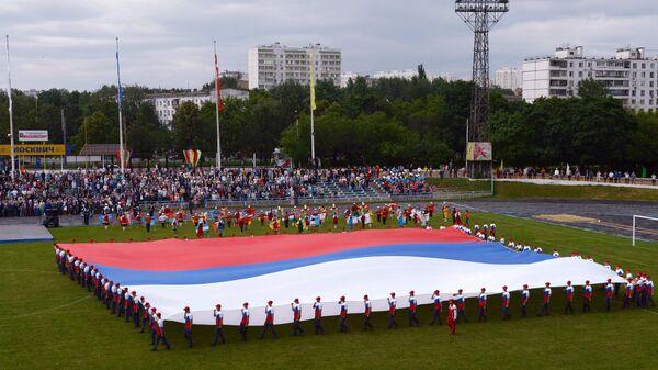 Презентация самого большого флага России на стадионе Москвич в городе Москве