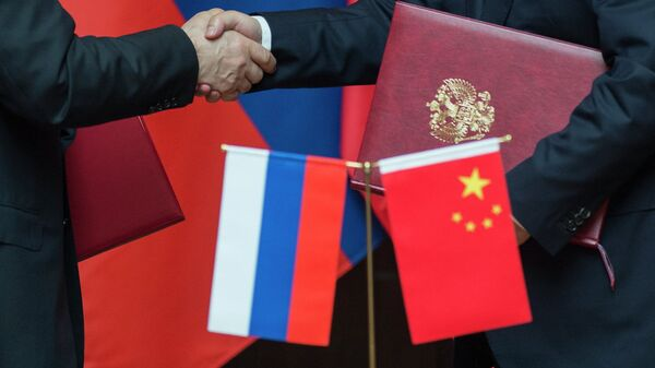Флаги России и Китая. Архив
