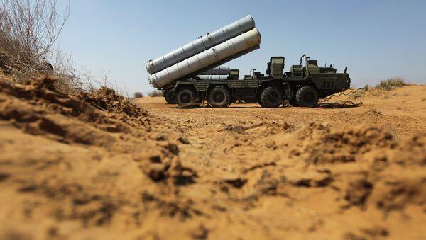 Зенитно-ракетный комплекс С-300. Архивное фото.