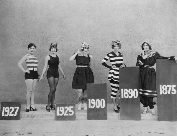 Купальные костюмы разных годов