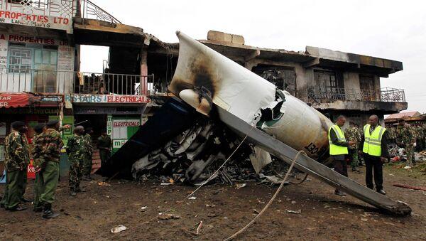 Место крушения грузового самолета на окраине столицы Кении Найроби