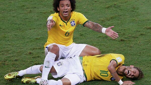 Нападающий сборной Бразилии по футболу Неймар, получивший травму в четвертьфинале чемпионата мира