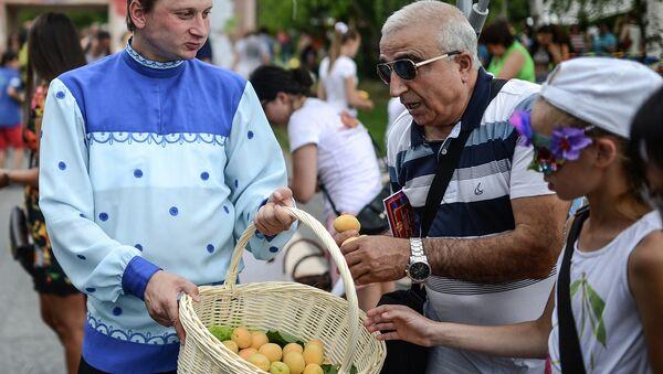 Многонациональный праздник Абрикос в Музеоне. Архивное фото