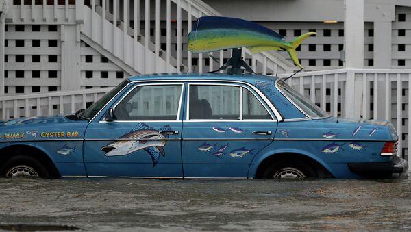 Автомобиль, затопленный водой. Архивное фото