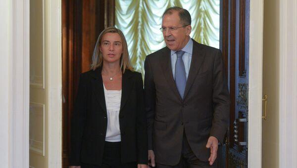 Глава дипломатии ЕС Федерика Могерини и министр иностранных дел РФ Сергей Лавров. Архивное фото