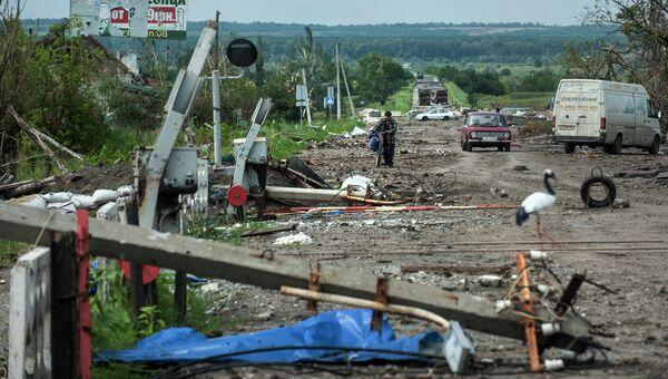 Последствия боев украинской армии с ополченцами в окрестностях Славянска. Архивное фото