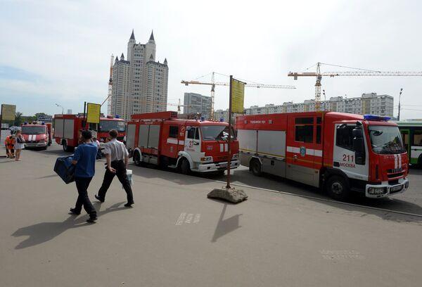 Машины пожарной службы у станции метро Славянский бульвар