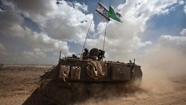Израильские солдаты возле сектора Газа 15 июля 2014