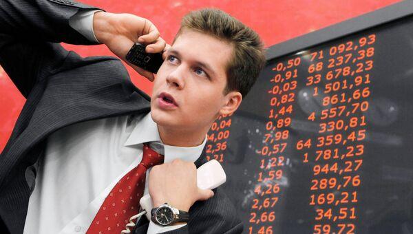 Сотрудник Московской межбанковской валютной биржи. Архивное фото