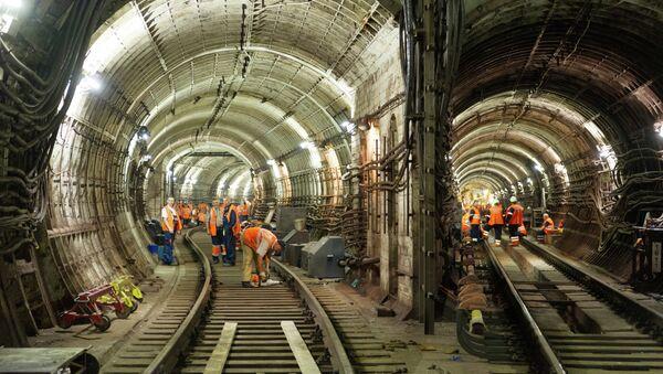 Восстановительные работы на месте аварии в метро