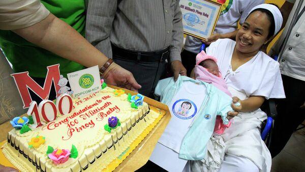 Родившаяся утром в воскресенье на Филиппинах девочка стала 100-миллионным жителем страны, 27 июля 2014