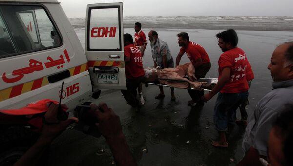 Последствия шторма на побережье Аравийского моря