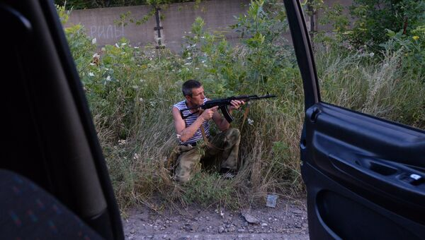 Боец народного ополчения во время патрулирования границ Горловки