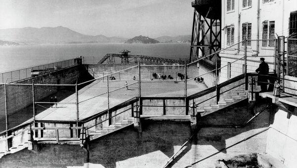 Вид на сторожевые башни тюрьмы Алькатрас