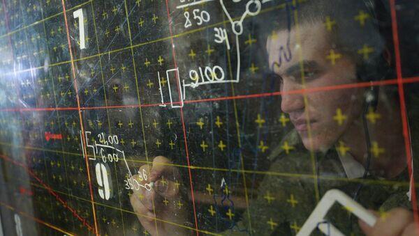 Военнослужащий в командном пункте центра боевого применения. Архивное фото