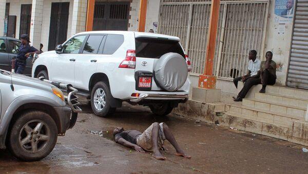 Возможно зараженный вирусом Эбола мужчина в Гвинее, архивное фото