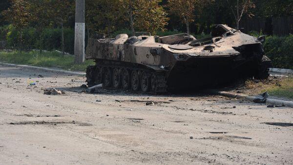 Уничтоженная бронетехника украинской армии на улице Шахтерска
